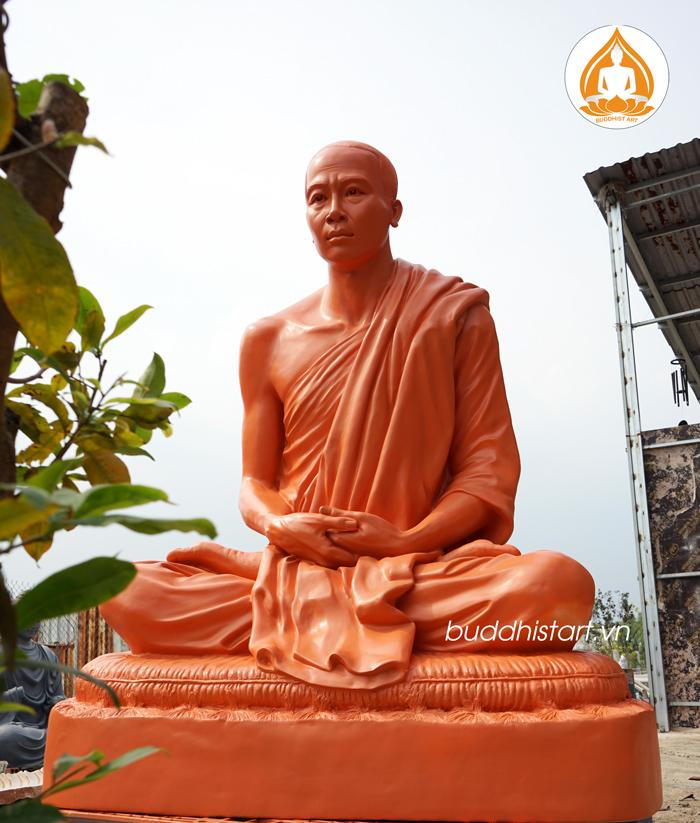 Tượng tổ sư Minh Đăng Quang ngồi thiền
